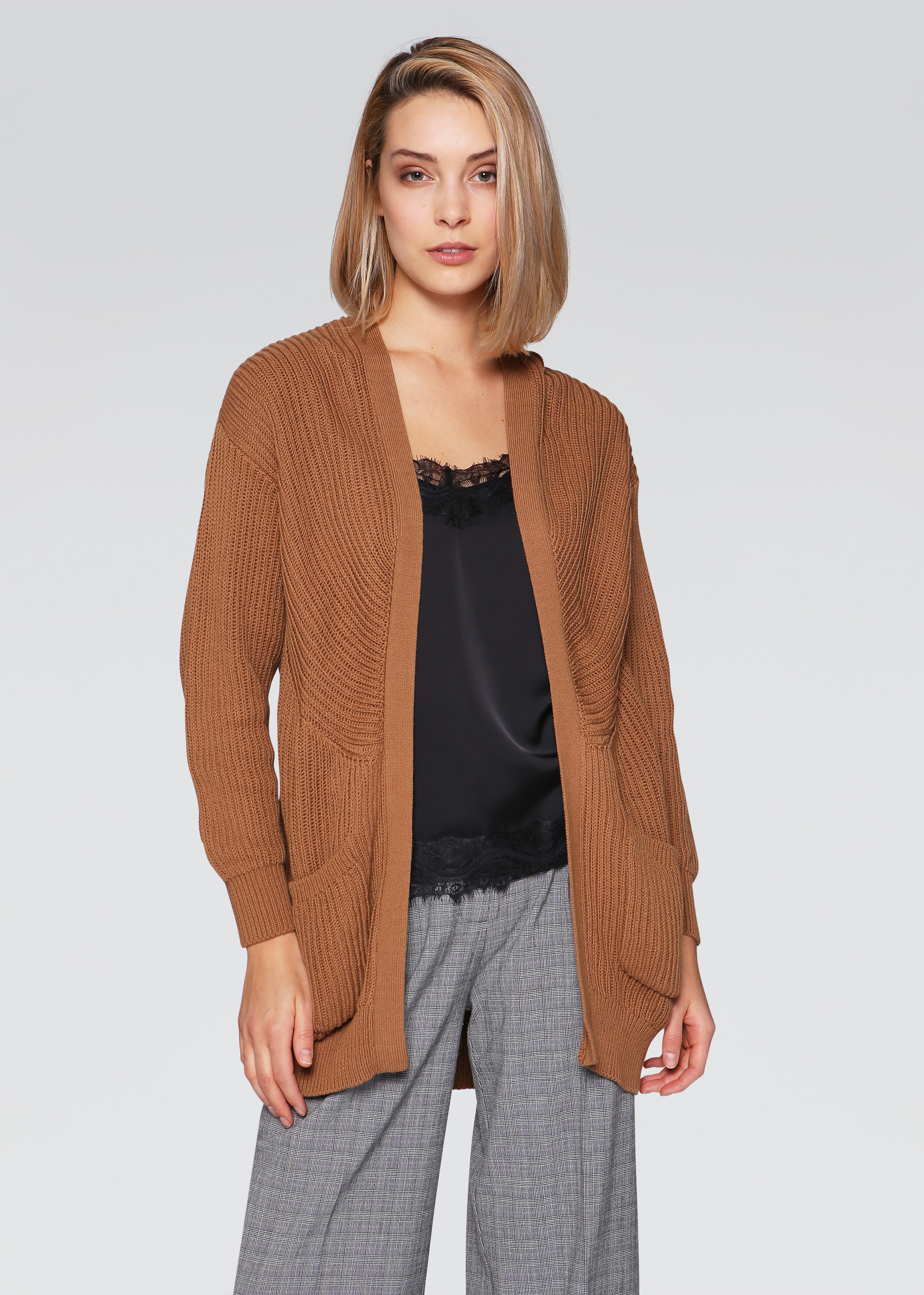 Cardigan over a coste